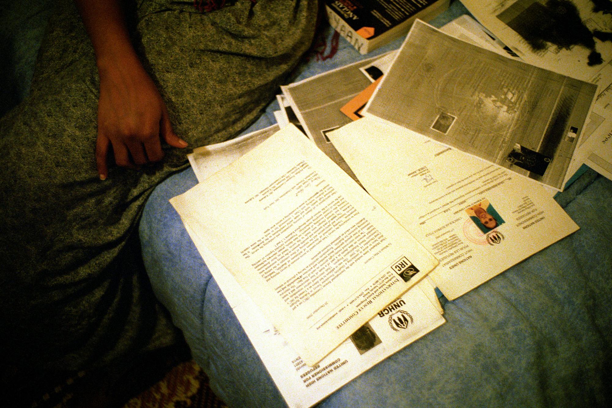 """Avant, c'est l'espoir d'avoir des papiers. Après, c'est le désespoir de ne pas avoir de travail. Alors qu'elle a une licence d'anglais et qu'elle a appris le Français en quatre mois…  Extrait du webdocumentaire   """" Adoma, vers la maison ? """"  , séléctionné au festival Visa Pour l'Image 2009."""