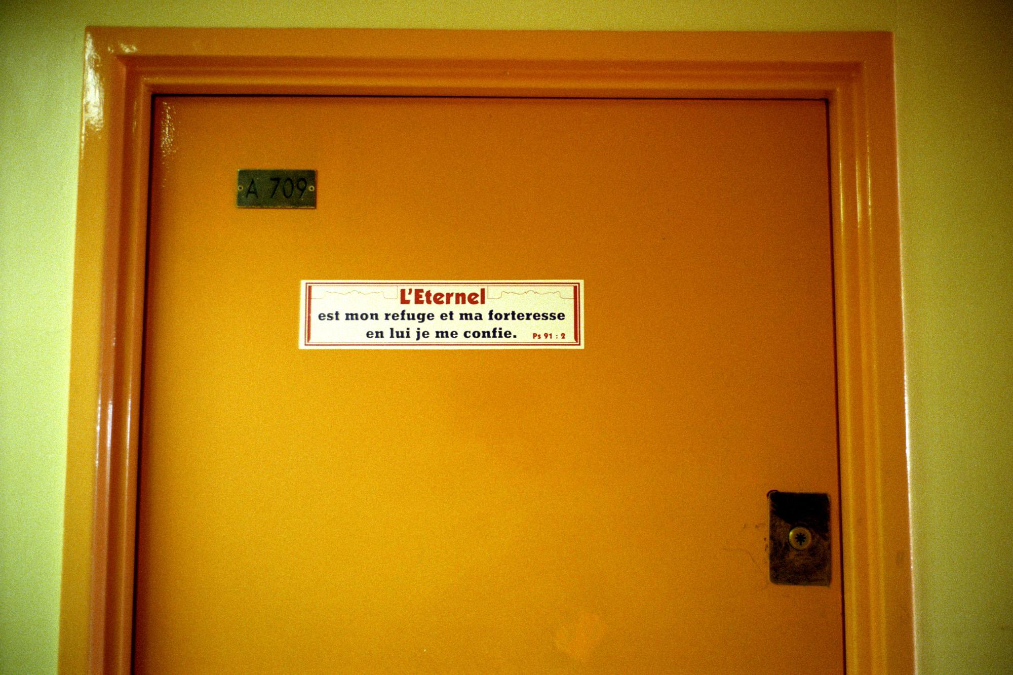 """Ils la terminent ici, dans d'autres refuges.  Extrait du webdocumentaire   """" Adoma, vers la maison ? """"  , séléctionné au festival Visa Pour l'Image 2009."""