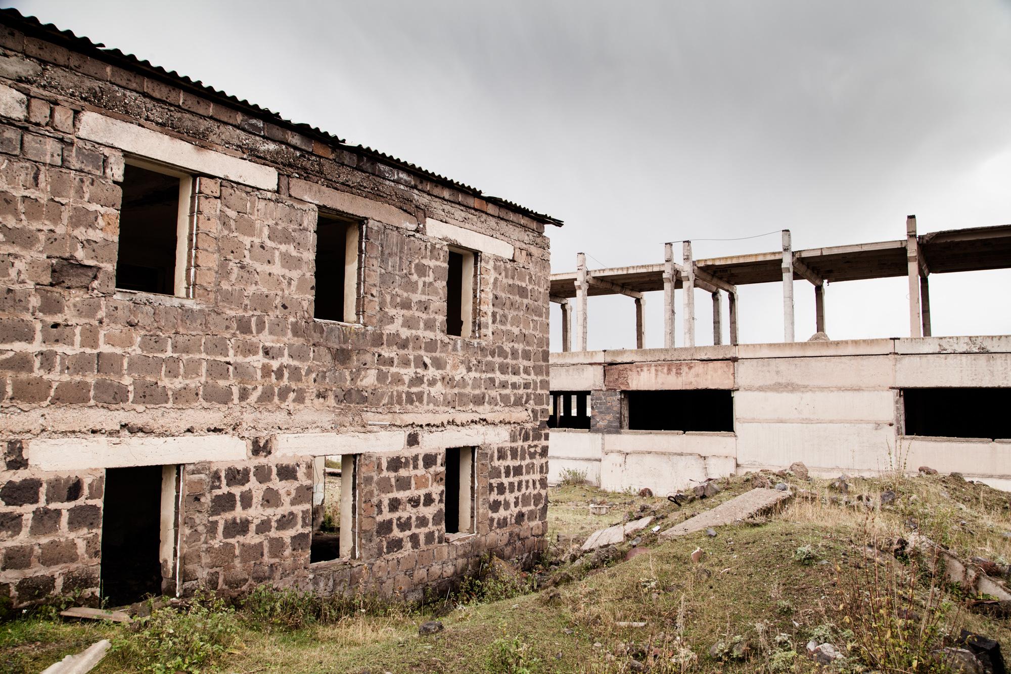 À Ashotsk, dans une usine désaffectée.  Extraits du webdocumentaire   Ashotsk, aux confins de l'Arménie  .
