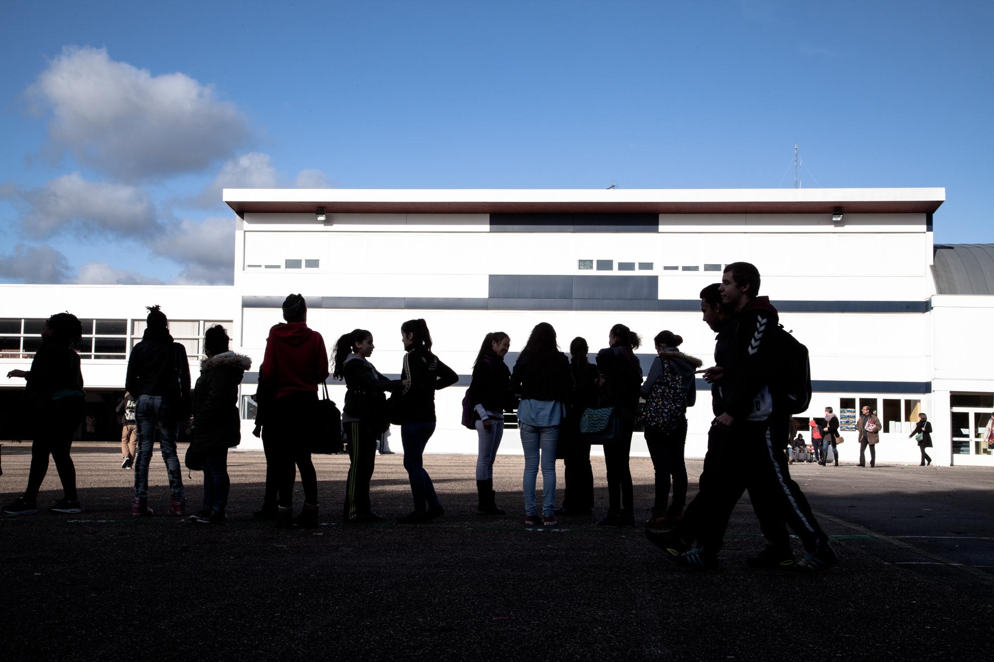 Le collège Pablo Neruda, labellisé  ECLAIR , est situé au coeur du quartier de la Madeleine. Il propose une démarche pédagogique innovante et offre aux 370 élèves de nombreux dispositifs permettant un enseignement personnalisé.  Extrait du projetLes pieds dans la Franceco-réalisé avecStéphane DouléetCamille Millerand.   http://www.unpieddanslafrance.fr/evreux