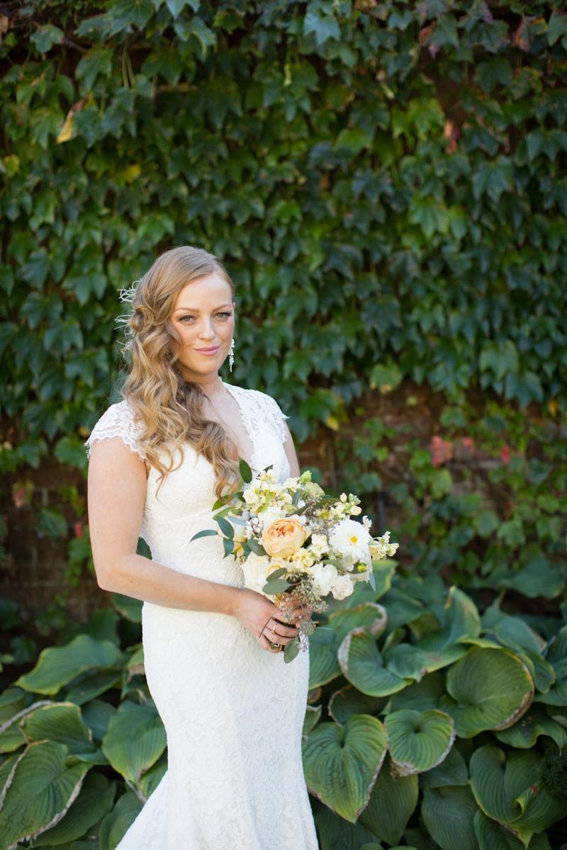 vineyard-bride-niagara-wedding-vendor-nataschia-wielink-photography-hare-wine-co010.jpg