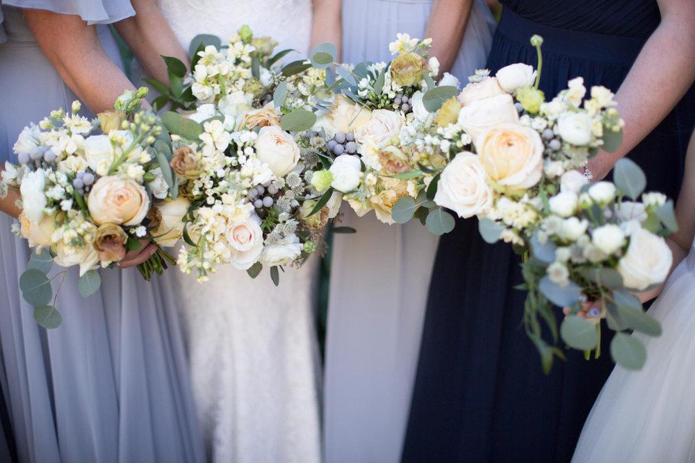 vineyard-bride-niagara-wedding-vendor-nataschia-wielink-photography-hare-wine-co013.jpg