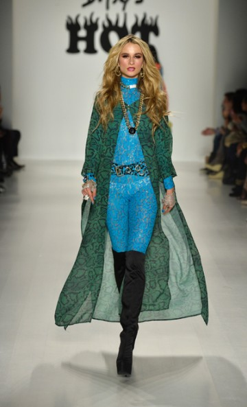 OUR FAVOURITE LOOK OF THE BETSEY JOHNSON FALL 2014 COLLECTION  PHOTO FROMhttp://www.mbfashionweek.com/photos_and_videos