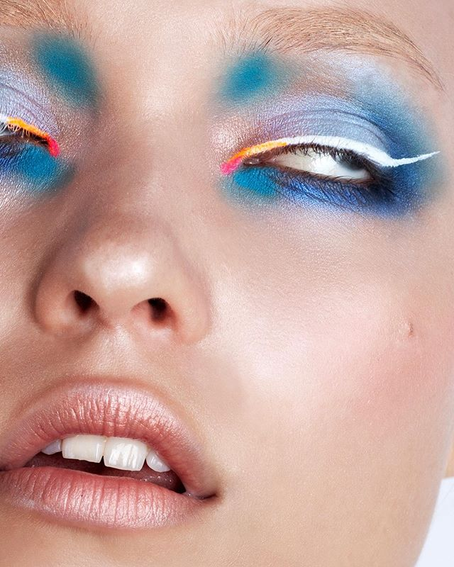 FLASH COLOR now on OPALUS  See the entire story now - Link in BIO!  Photographer @deborabarnabaphotography  Makeup Artist @elenabettanello  Model - Nicole @thefabbrica  Get the look! Skin: Elizabeth Arden eight Hour cream, #MakeupForever soft light fusion 40, Chanel POUDRE UNIVERSELLE LIBRE  Eyes: Inglot eyeshadows + star light powder Make up forever 13 ivory, #Diamond FX white ± fluo colors pink orange # Eyebrows: #Supracolor by #Kryolan  #beautymakeup #opalusmagazine #opalusbeauty #deborabarnabaphotography #elenabettanello #thefabbricamodels #fabbrica #italianartists #italymodel #italianphotographer #italianmua #getthelook #beautyphotography