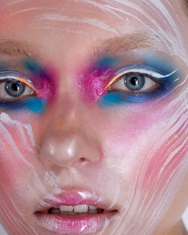 FLASH COLOR now on OPALUS  See the entire story now - Link in BIO!  Photographer @deborabarnabaphotography  Makeup Artist @elenabettanello  Model - Nicole @thefabbrica  Get the look! #KRYOLAN shimmering event foundation silver / @makeupforeverofficial  star light powder 10 peach, flash color palette, KRYOLAN #purepigments #metallic magenta, Diamond FX white. @maccosmetics lipglass clear.  #beautymakeup #opalusmagazine #opalusbeauty #deborabarnabaphotography #elenabettanello #thefabbricamodels #fabbrica #italianartists #italymodel #italianphotographer #italianmua #getthelook #beautyphotography