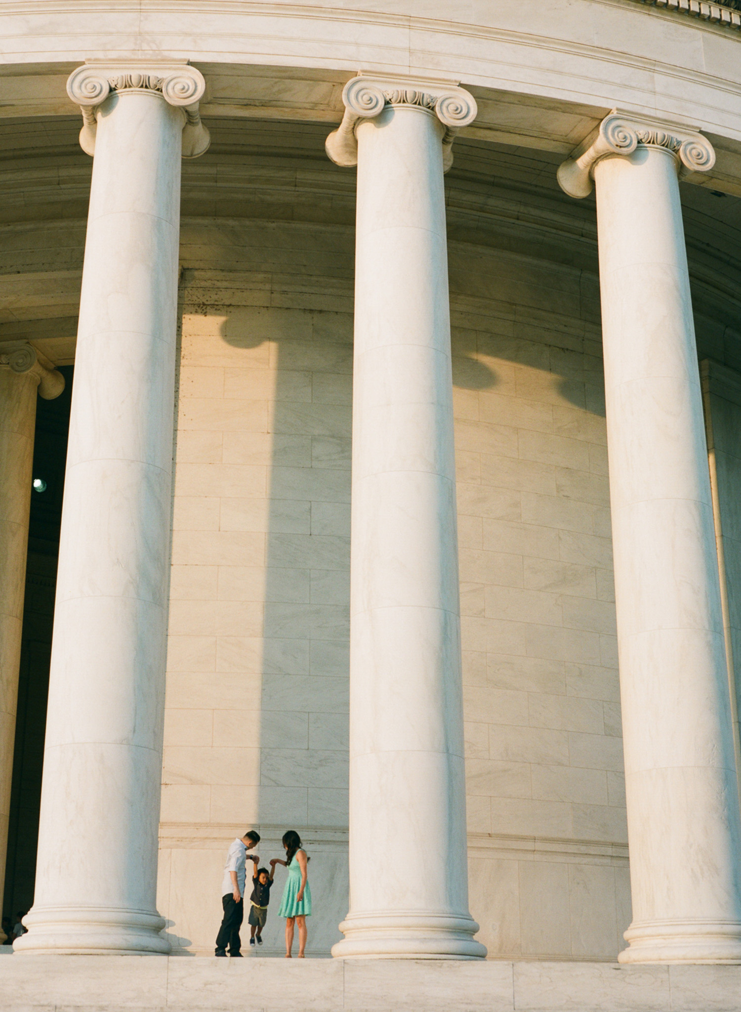 Jefferson-Memorial-Portrait-Photographer-23.jpg