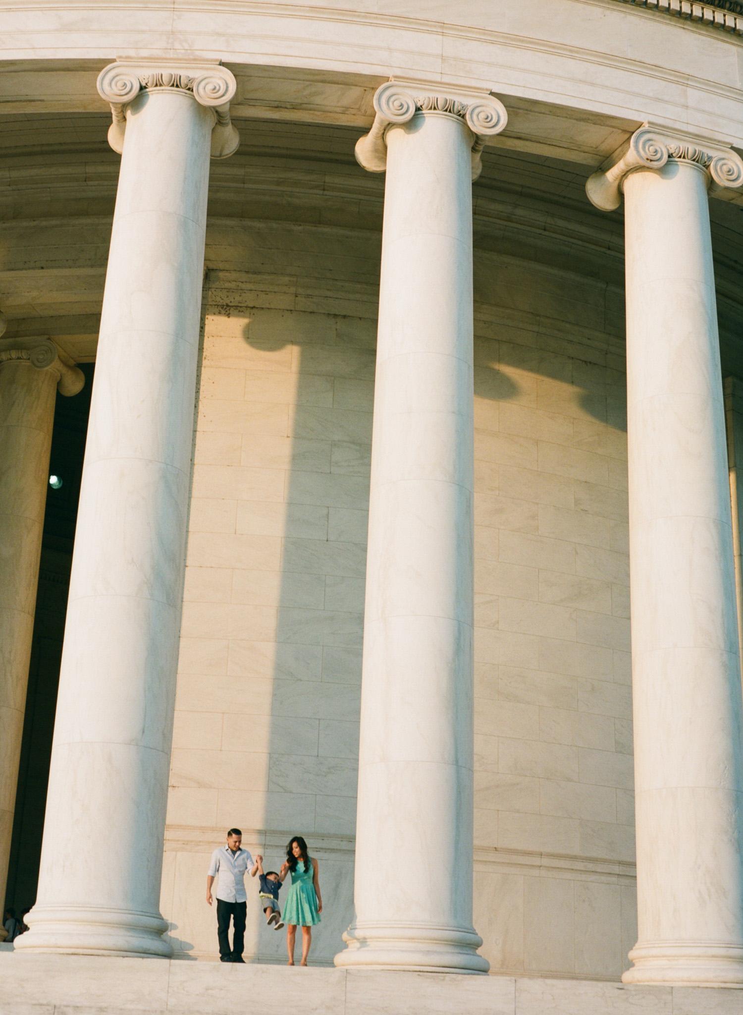 Jefferson-Memorial-Portrait-Photographer-24.jpg