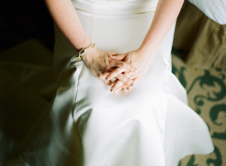 282-bride-getting-ready.jpg