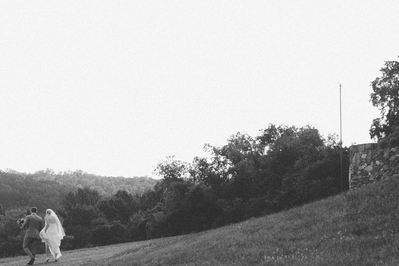 377-leesburg-virginia-winery-wedding-photographer.jpg
