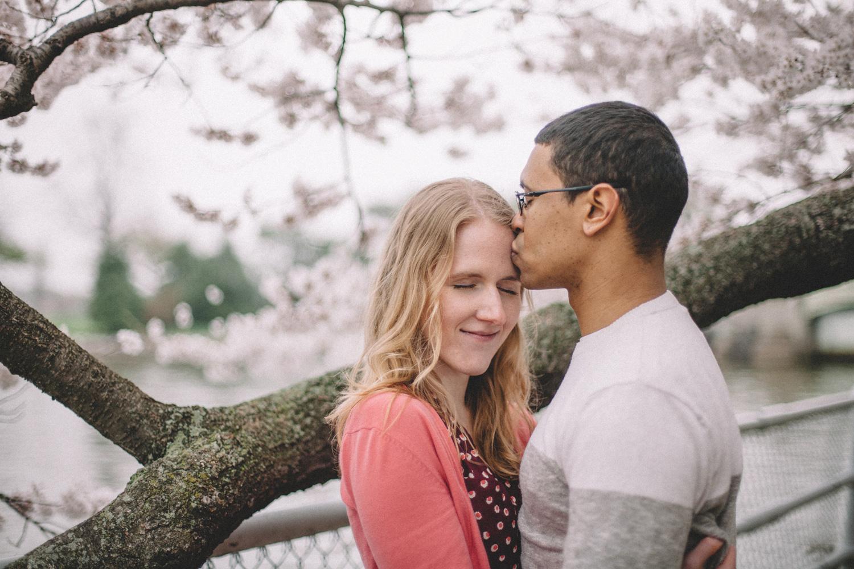 717-cherry-blossoms-engagement-photographer-tidal-basin.jpg