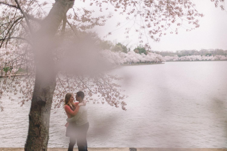 715-cherry-blossoms-engagement-photographer-tidal-basin.jpg