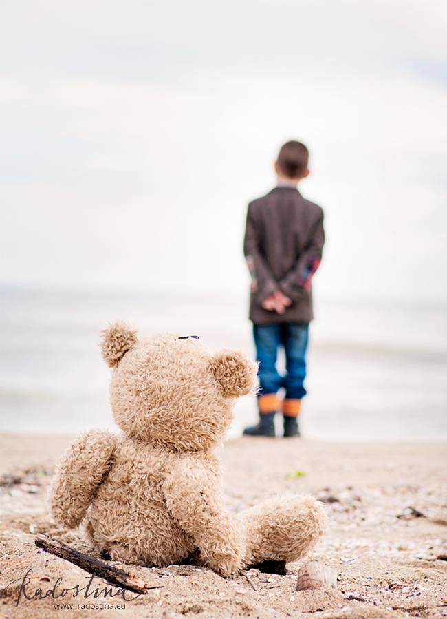 radostina_photography_lifestyle_teddy_and_the_boy.png