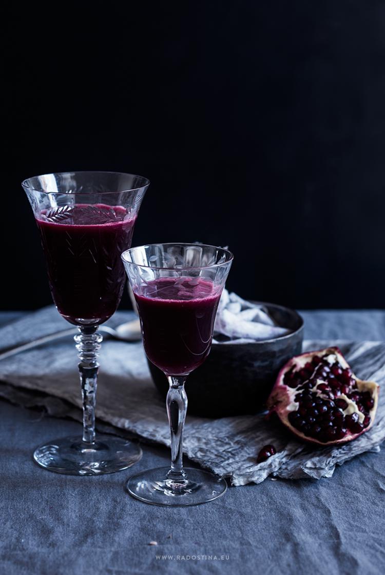 radostina_photography_fresh_pomegranate_juice_glasses.png