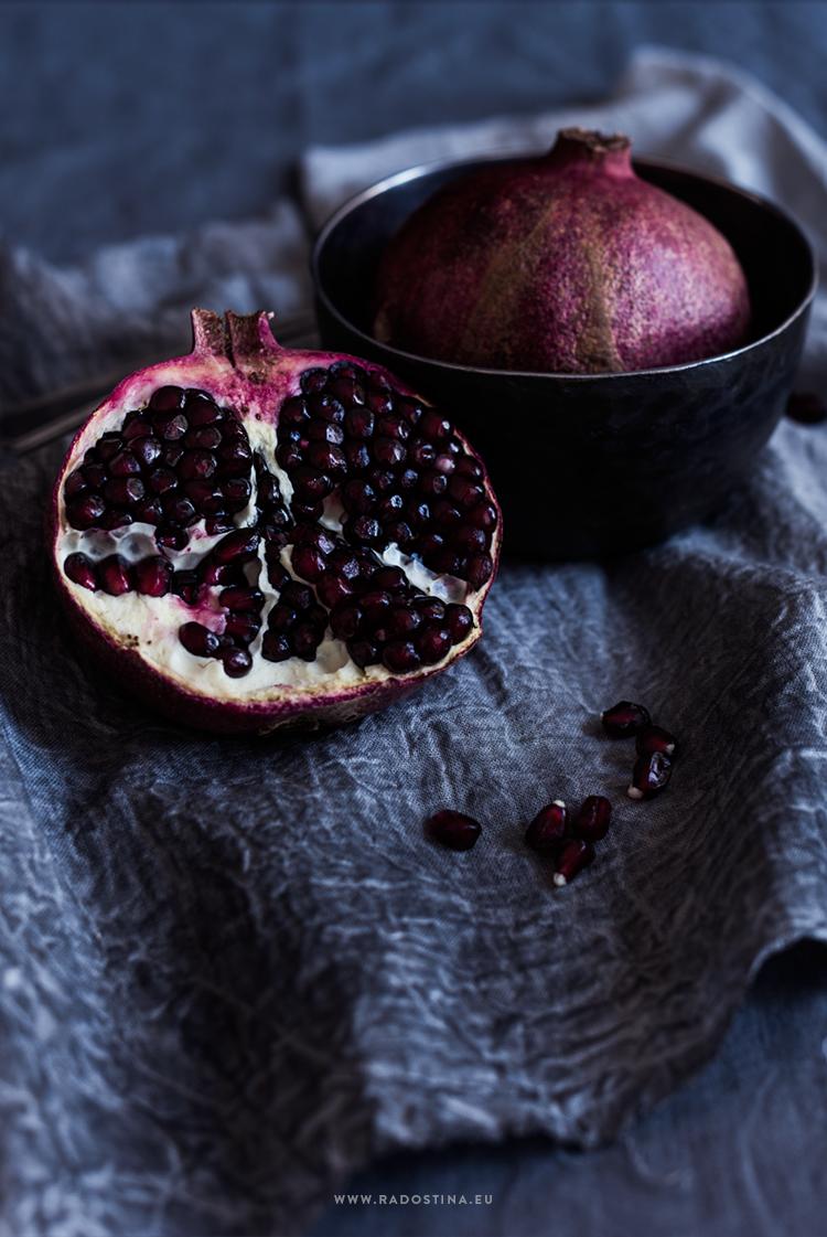 radostina_photography_pomegranates_spoon.png