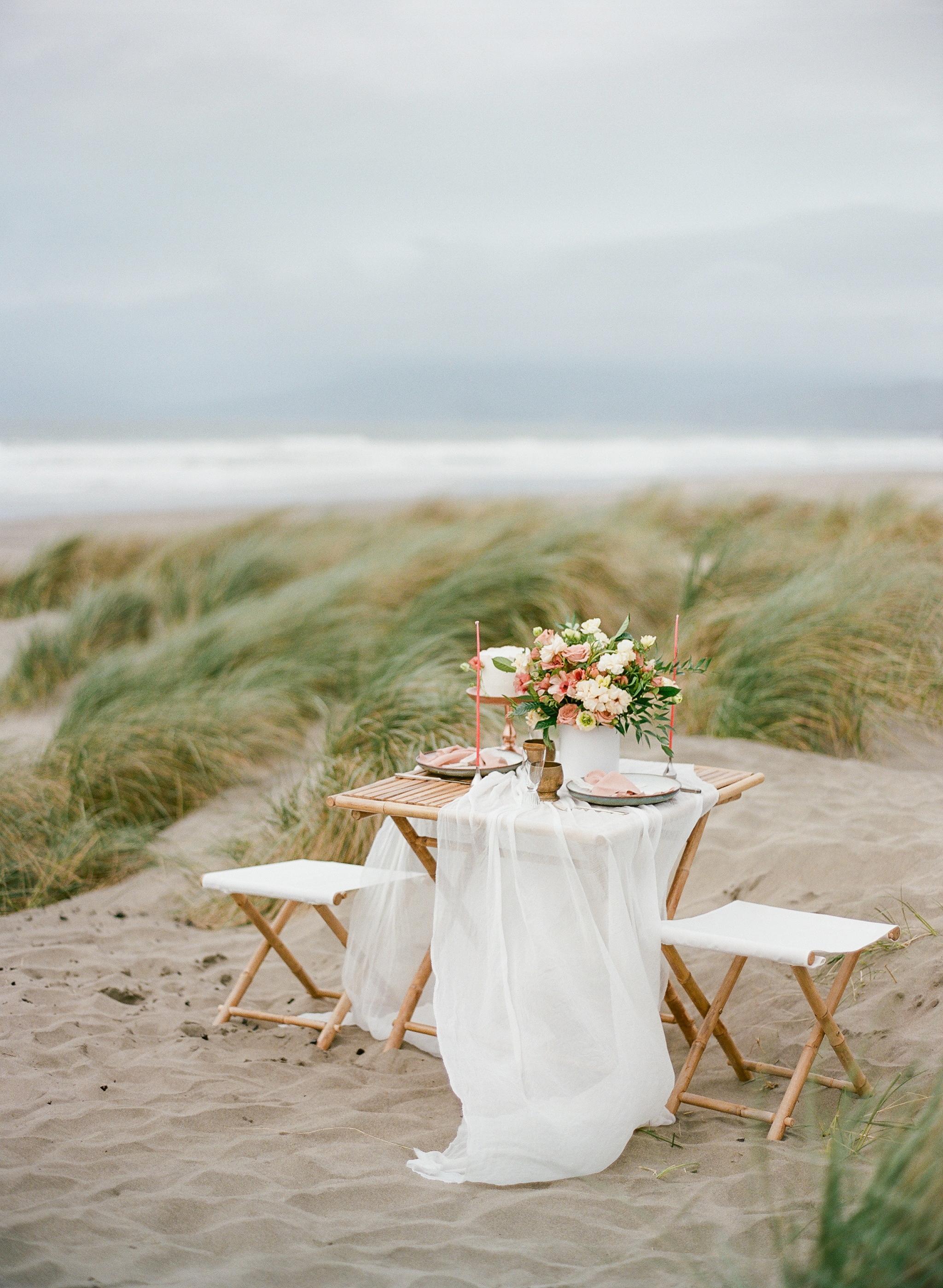 Muave wedding table decoration