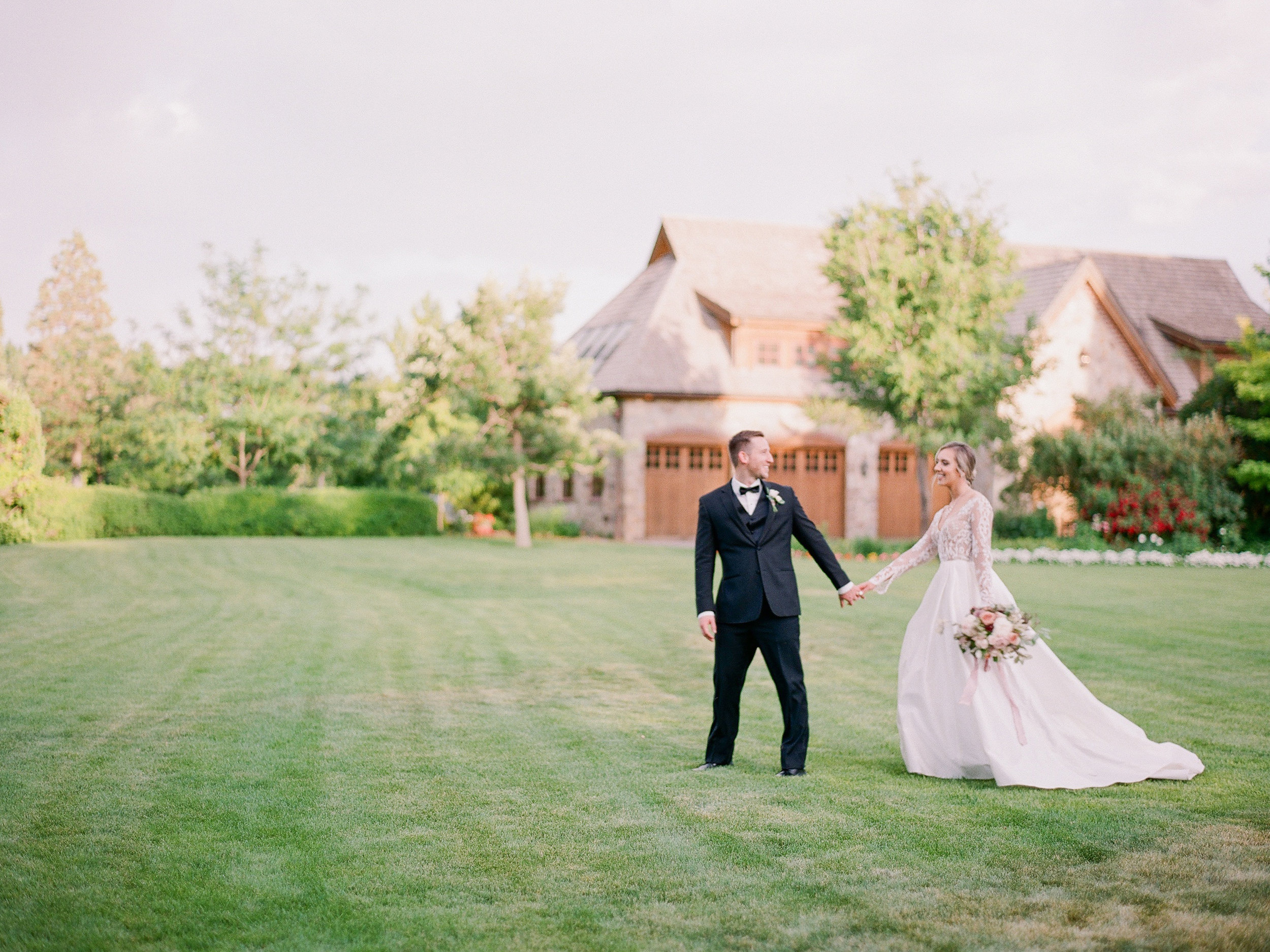 Modern Romance in Provo :: Utah    WEDDING
