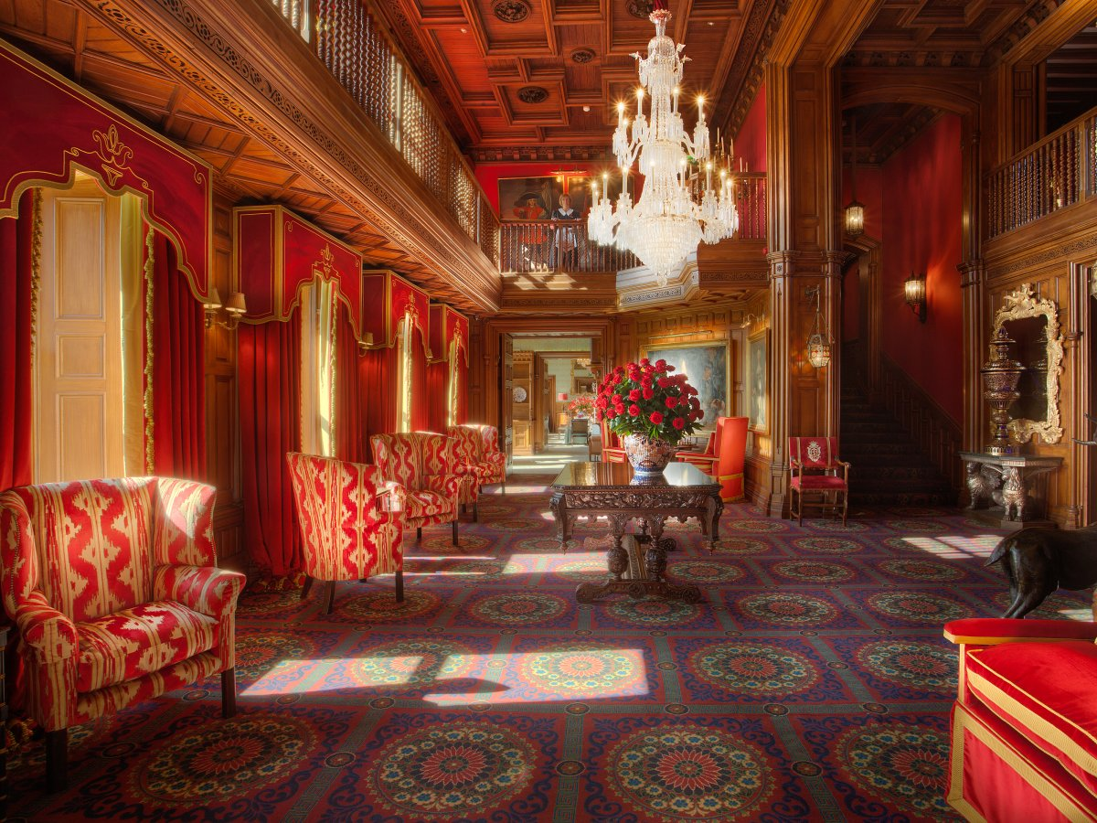 Dating back to 1228, it underwent a two-year, $75 million renovation to create the elegant design it boasts today. As guests enter, they are greeted by a warm and rich lobby with red draperies.