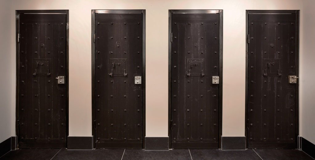 Dutch hotel group Van der Valk decided to keep the original cell doors to preserve a bit of history in the building.