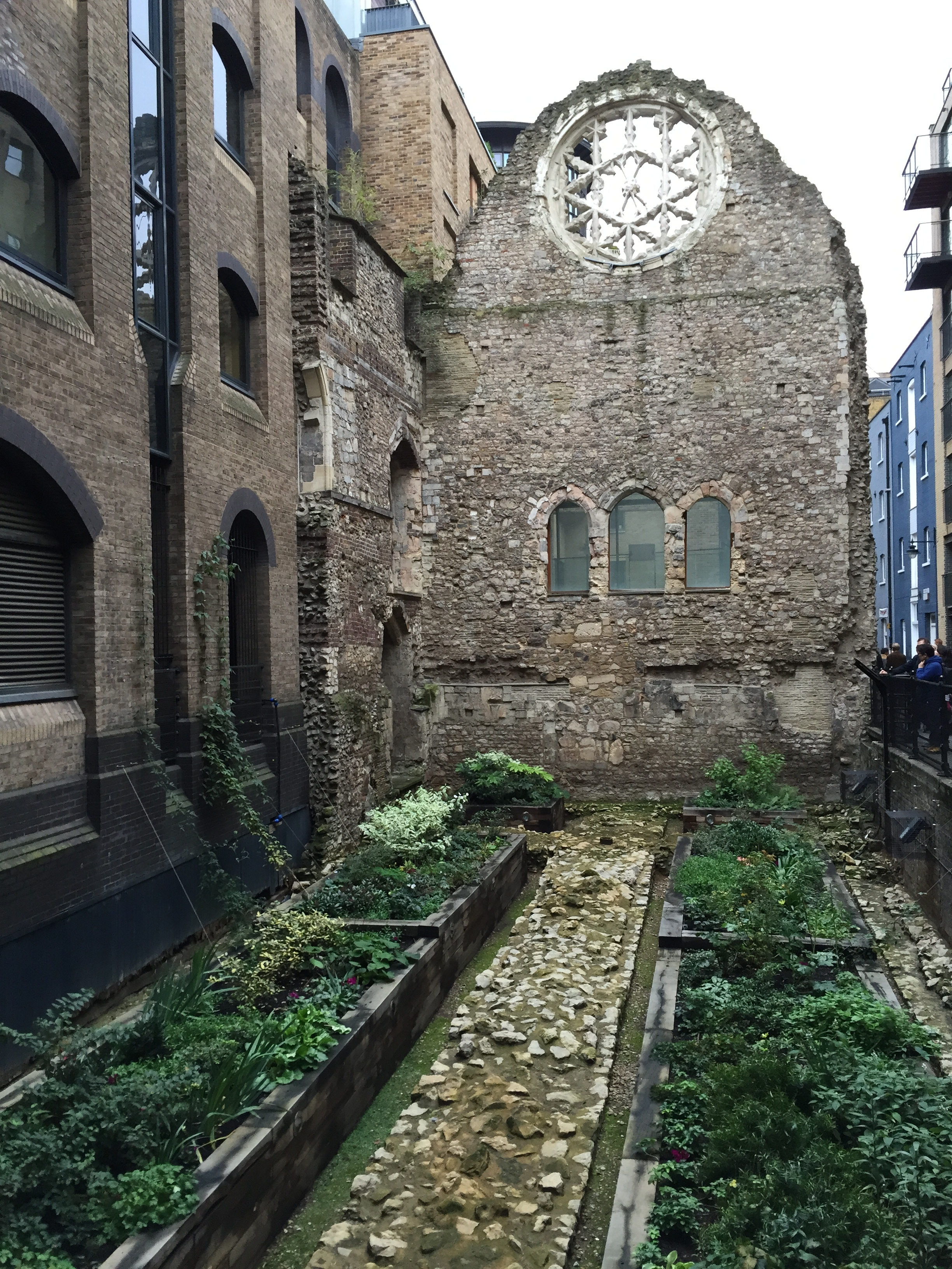The remains of Winchester Palace, a 12th century palace for bishops and their guests.