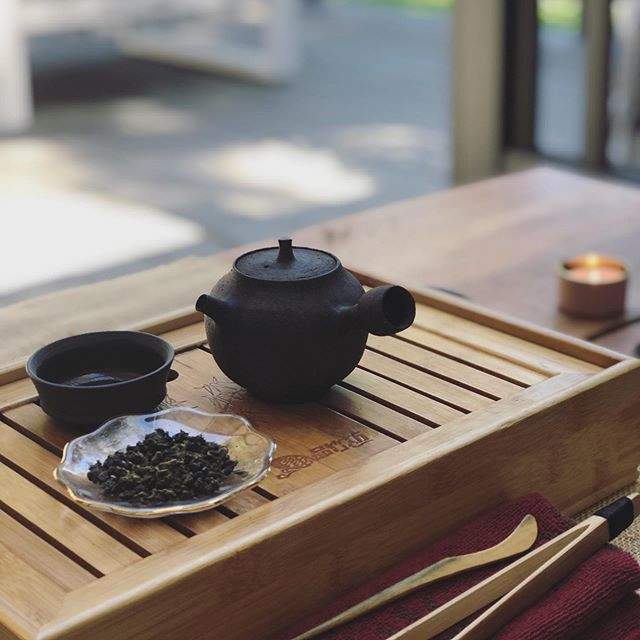 This month's Forever Spring jade oolong tea 💚 Our outdoor tea table is quickly becoming my new favorite spot for tea