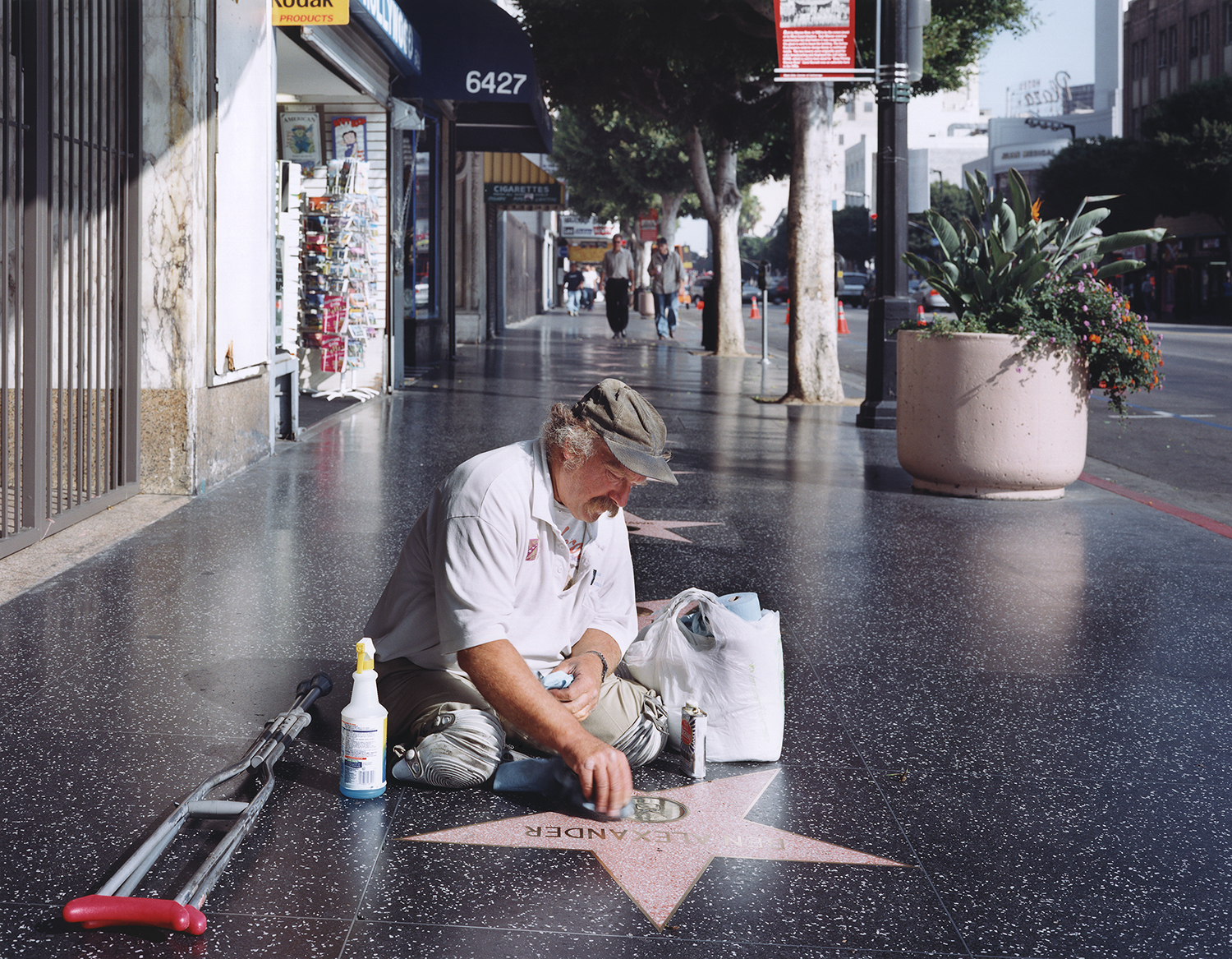 Legless Star Cleaner on the Hollywood Walk of Fame, 2005 ©Juliana Sohn