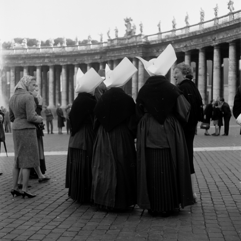 Piazza San Pietro  Rome, 1950-65 © Georgina Masson Print from negative