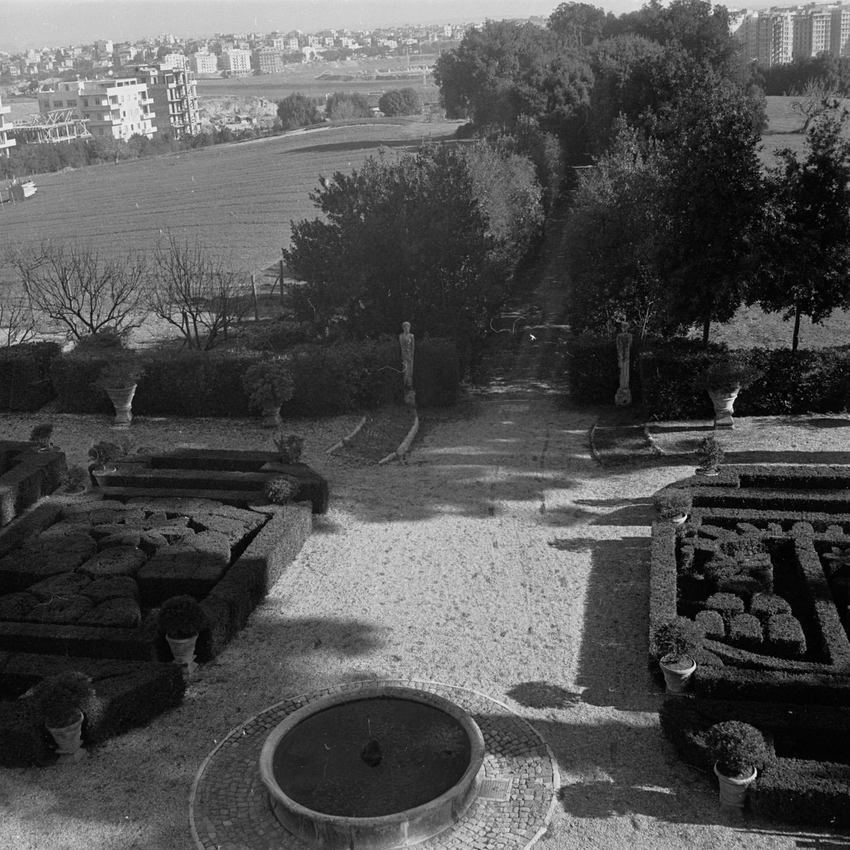 Masson Villa Chigi on Via Salaria . 1950-65. Print from negative. © Georgina Masson