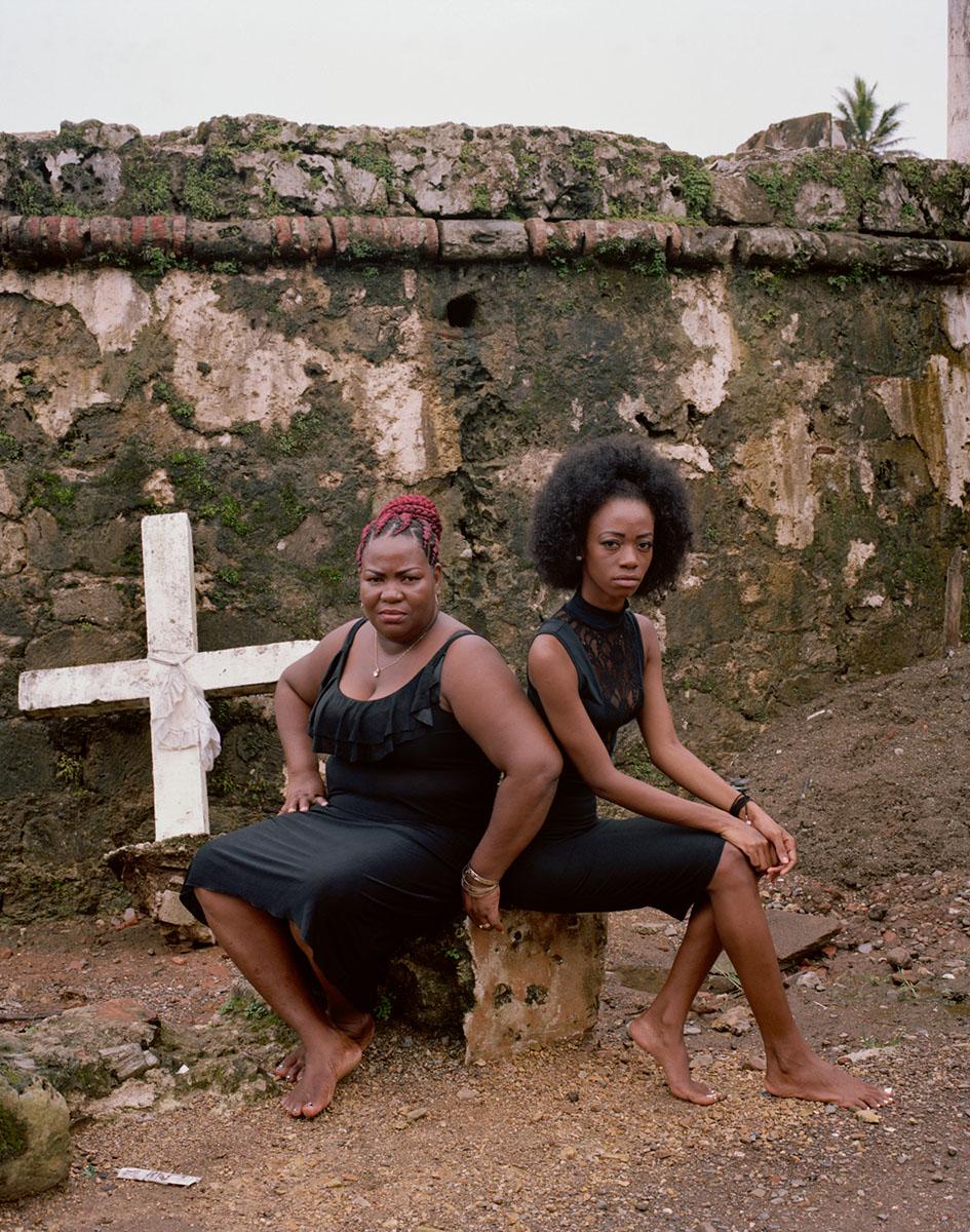 Soledad y Natasha Por el Castillo  © Rachelle Mozman