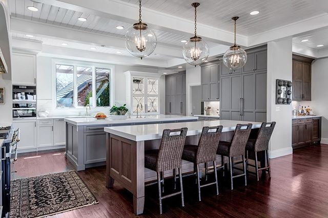 What's better than owning one island? Owning two islands! But really, what do you think about the size of this kitchen?? Would you love to have all the space or do you love bumping into your significant other as prep dinner in a smaller kitchen? @brit__tucker and I have a tiny kitchen right now, we would love to have more prep space but I do find it romantic the way we can move around one another and sometimes those bumps into one another.