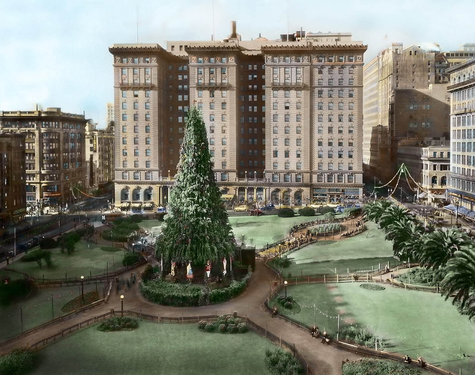 The Christmas tree in Union Square, San Francisco, 1910. Original black-and-white s  ource photograph: Collection of the Oakland Public Library history room.   Hand-tinted version   © Bennett Hall 2015.