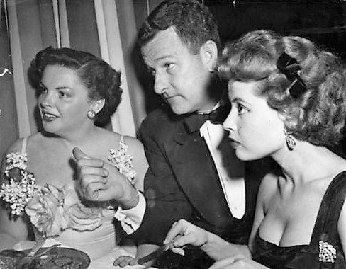 Roger Edens with Judy Garland and Gloria DeHaven in the 1940s.  Source:  Judy Garland Experience .