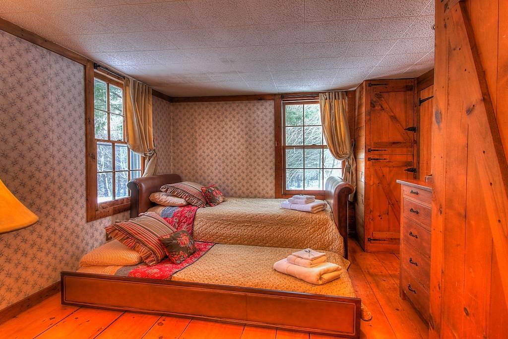 Bedroom 2 Singles w_ ensuite.jpg