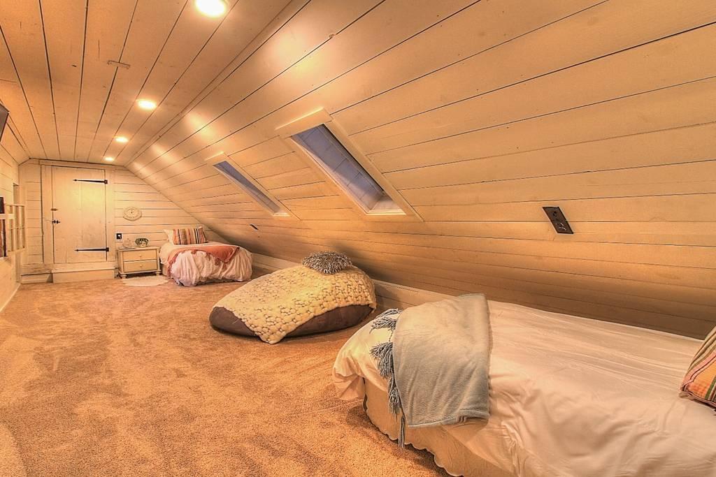Bedroom Loft 2 Singles.jpg
