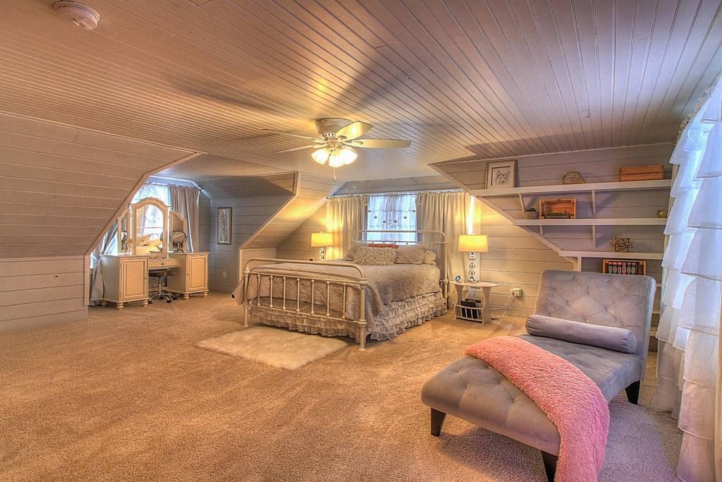 Bedroom Queen 2 w_ ensuite.jpg
