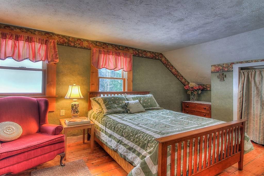 Bedroom Queen.jpg