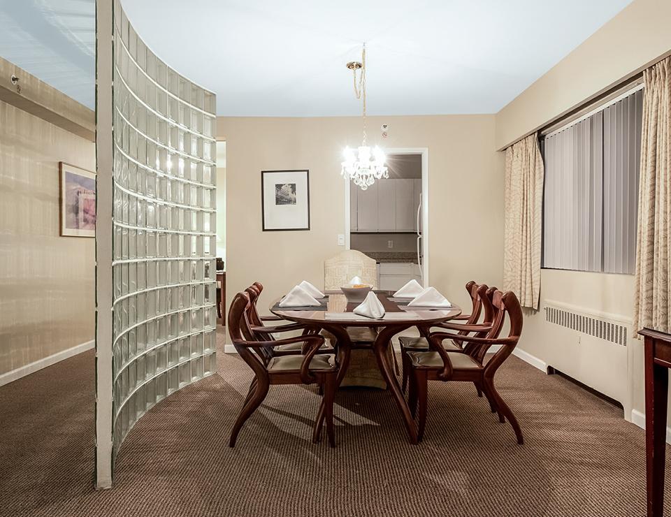 2b K diningroom.jpg