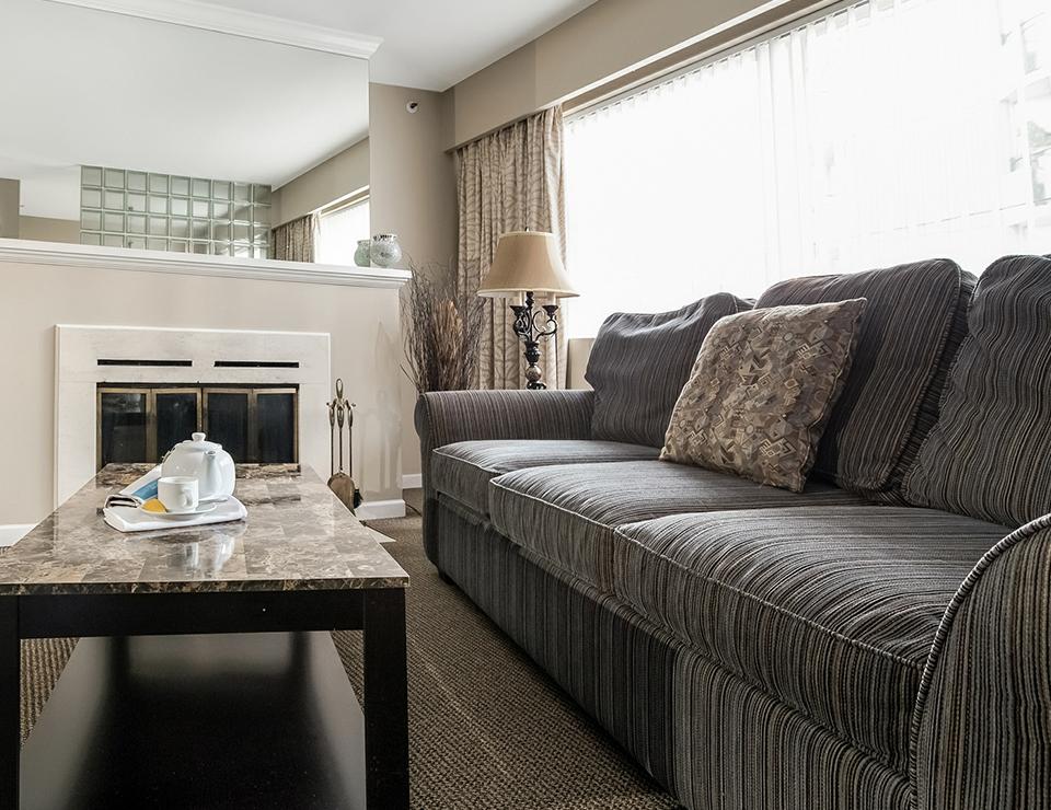 2b Q livingroom.jpg