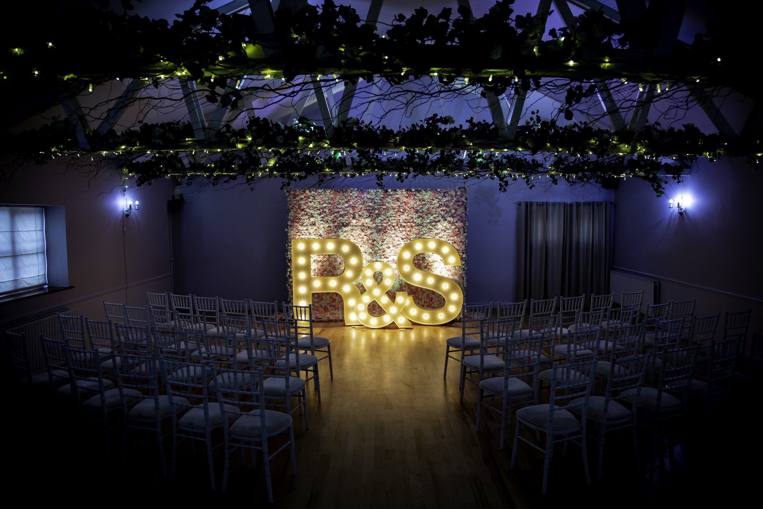 The room can be dressed however you need it to be, but what a centrepiece!