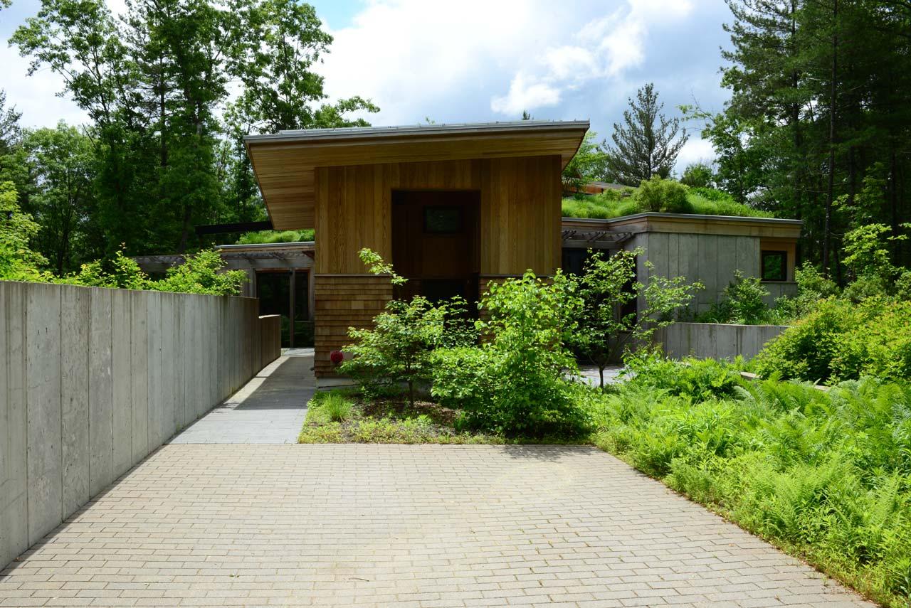 Summer-Star-Wildlife-Sanctuary_KMDG_native_landscape_green-roof_DKM_7821.jpg