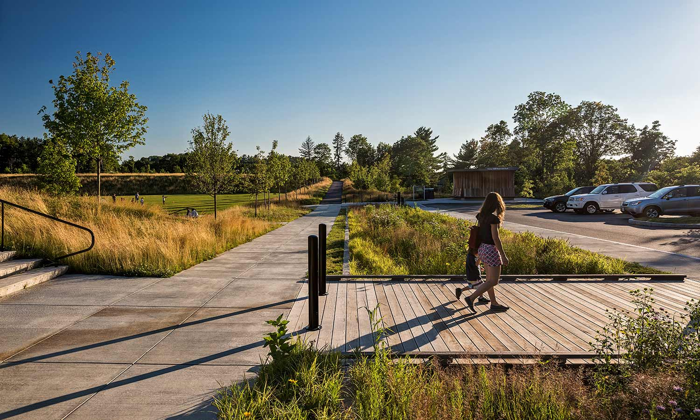 Fisher-Hill-Reservoir-Park_bioswale_comfort-station_no-mow_Klopfer-Martin.jpg