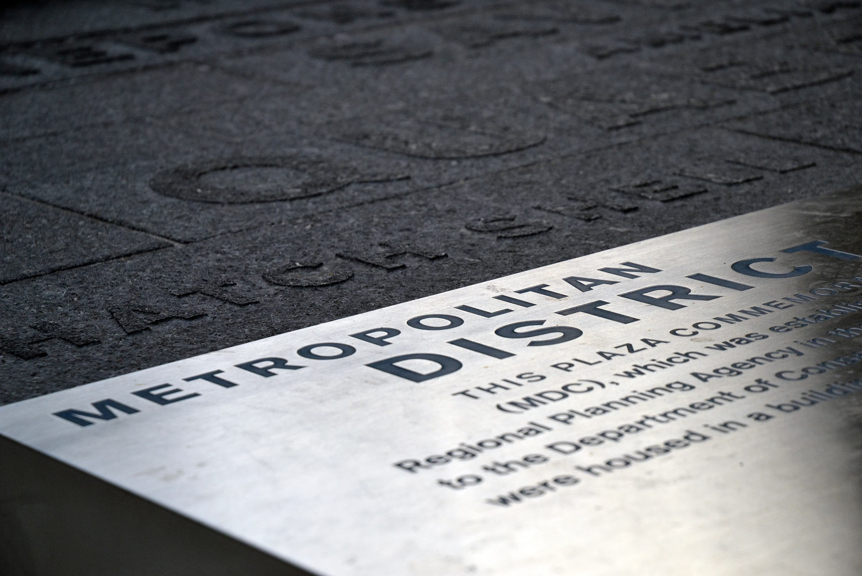 Roemer-Plaza_Suffolk-University_granite-plinth_steel-sign_Klopfer-Martin.jpg