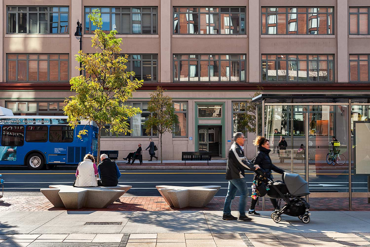 Kendall-Square_streetscape-seating-bus-stop_Klopfer-Martin.jpg