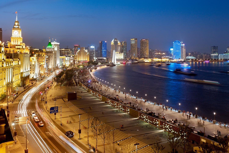 Shanghai-Bund_Klopfer-Martin-Design-Group_Landscape-Architecture_historic-waterfront-design_night-time.jpg