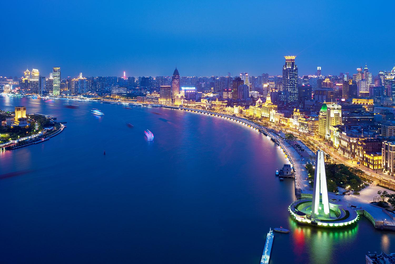 Shanghai-Bund_Klopfer-Martin-Design-Group_World-expo_-waterfront-design_night-time.jpg