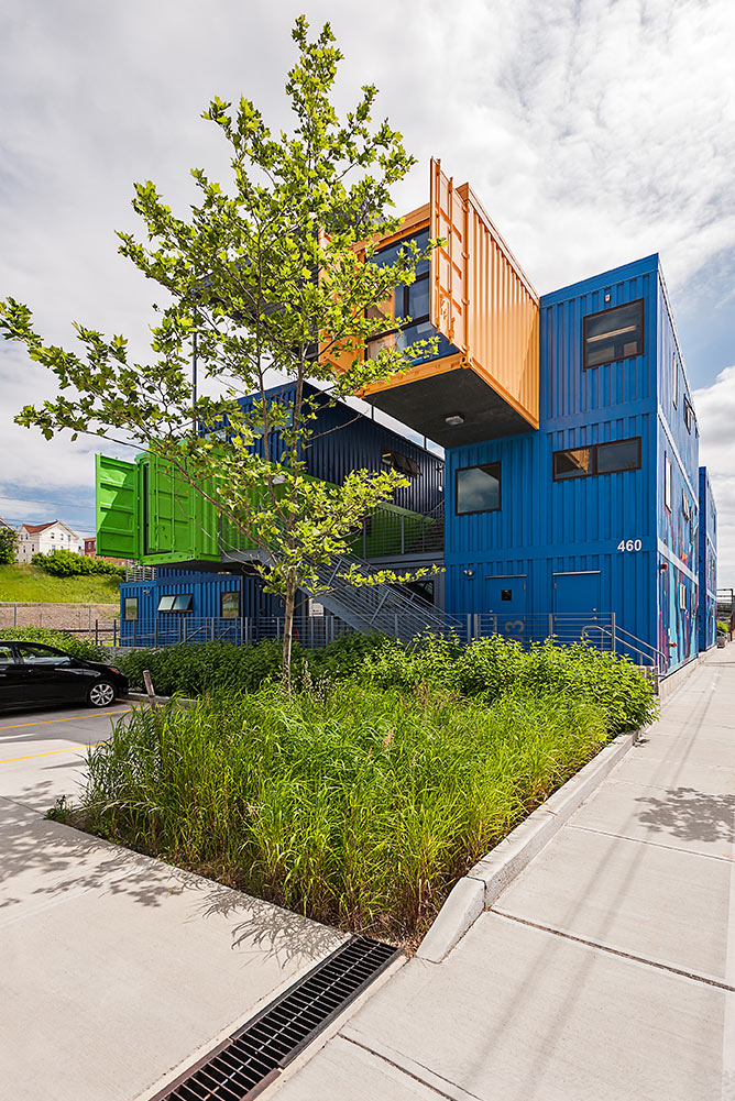 Box-Office_cantilever_container-office-building-sustainable-landscape_Klopfer-Martin.jpg