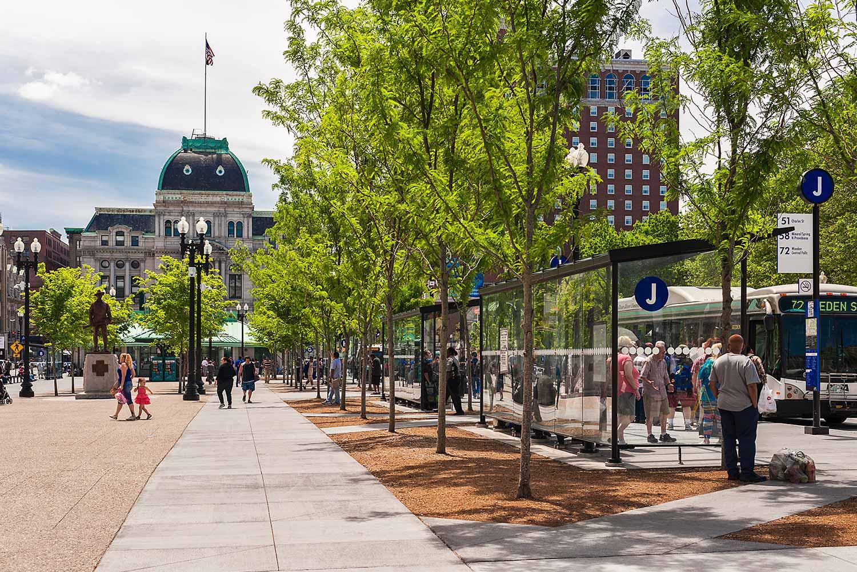 Kennedy-Plaza_urban-landscape-transit-hub-locust-tree-allee_Klopfer-Martin.jpg