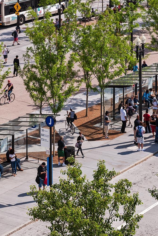 Kennedy-Plaza_urban-landscape-transit-hub-modern-bus-shelter_Klopfer-Martin.jpg