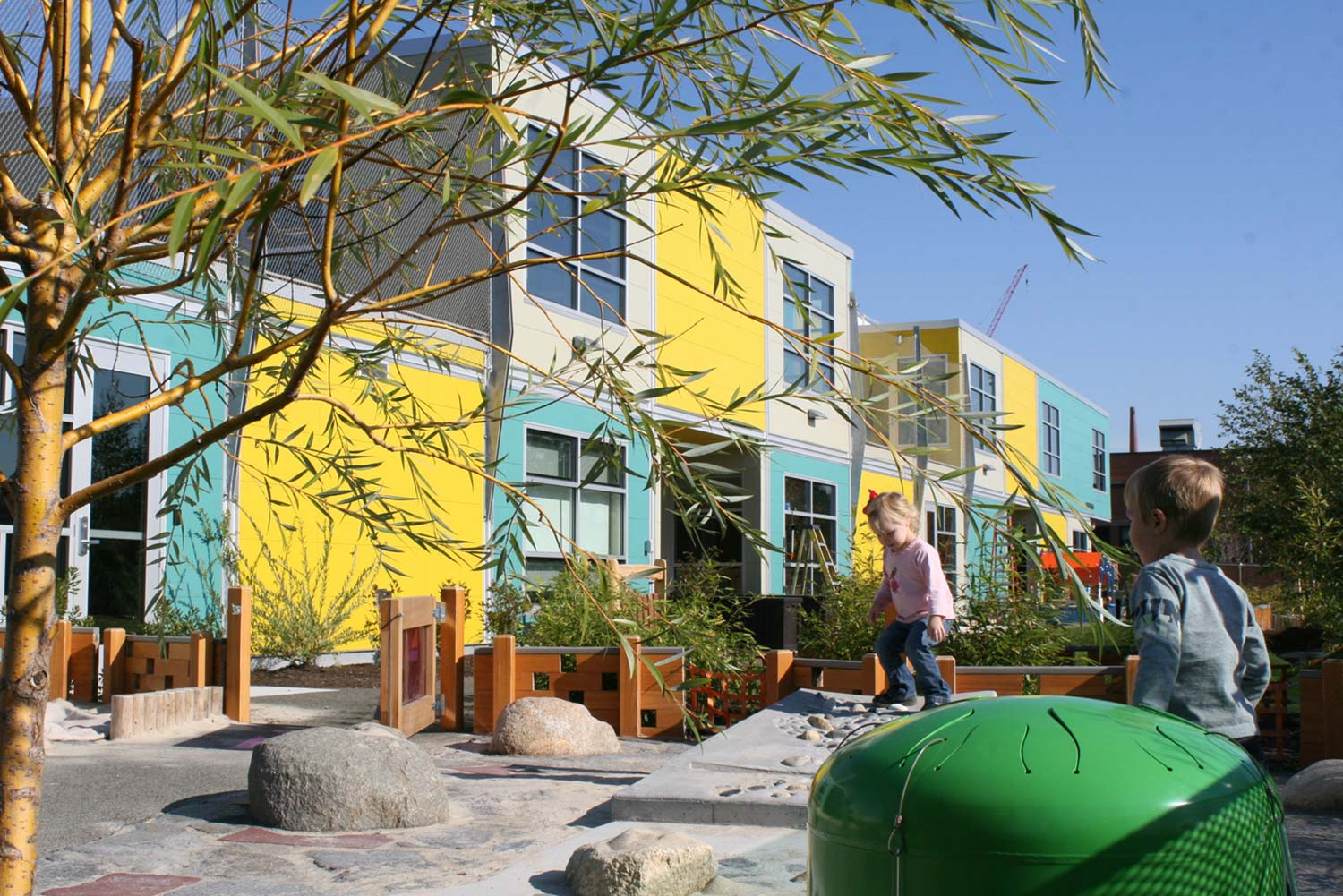 MIT-Childcare-Center_children-playing-willow-boulder-landscape_Klopfer-Martin.jpg