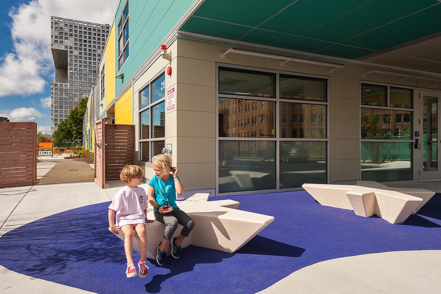 MIT-Childcare-Center_school-entrance_star-bench_Klopfer-Martin.jpg