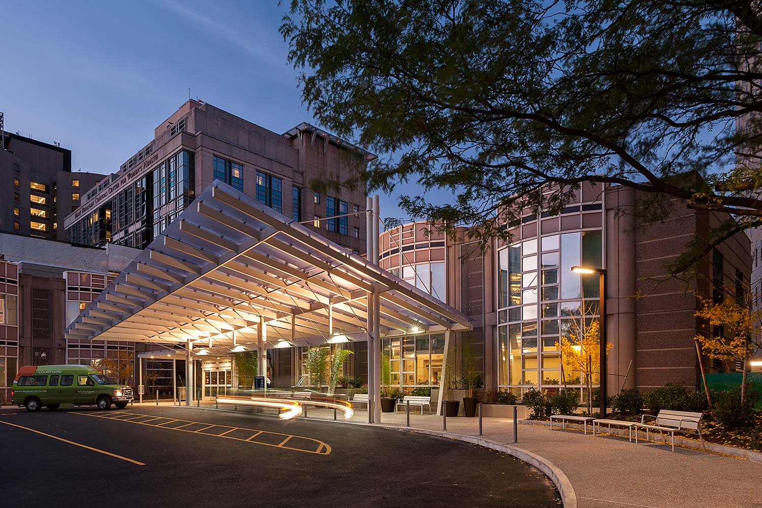 BWH_45-Francis-Canopy-Architecture_drivecourt_hospital-campus_ginkgo-fall_Klopfer-Martin.jpg
